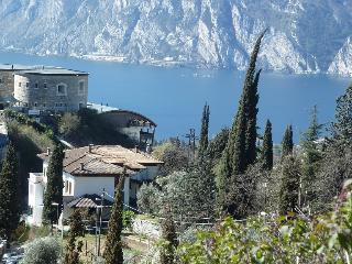 Garden Belvedere 6 large panoramic Balcony big garden great view on Gardalake