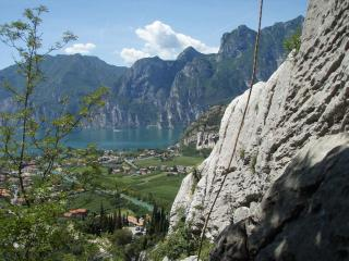 Double room 9 with big garden great view on Gardalake