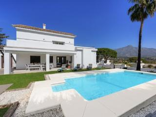 Stunning Architectural 4 Bed Detached Villa & Pool, Marbella