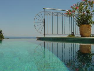 Romantic Getaway. Private Pool. Stunning Sea Views, Skala