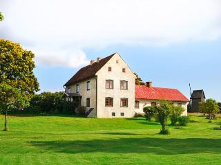 Beautiful newly renovated farmhouse from 1700's, Ljugarn