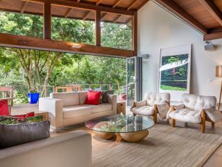 Beautiful 5 Bedroom Mansion on a Lagoon in Lagoa, Florianópolis