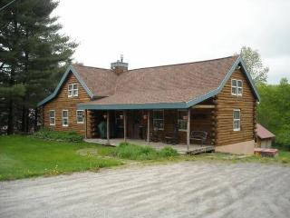 Stowe Log Cabin!!! Close to Town and Skiing!!!
