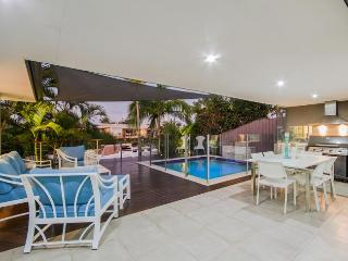 MALIBU SHORES - Heated Pool & Jacuzzi, Broadbeach