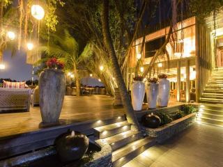 Grand Pool Villa on Saigon River!, Di An