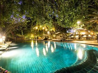 Lovely Pool Villa on Saigon River!, Di An