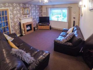 ARNANT, two sitting rooms, WiFi, enclosed lawned garden, dog-friendly, Aberaeron, Ref 932196