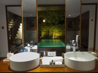 Exquisite Villa on Saigon River!, Di An