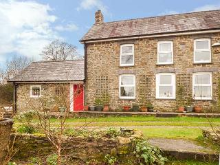 Y CWTCH, single-storey cottage with garden, country setting, walks, coast Llanybydder Ref 917978