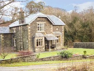 CAT CRAG, pet-friendly, ground floor shower room, Lake Windermere views, excellent facilities on-site, Graythwaite, Ref. 927008