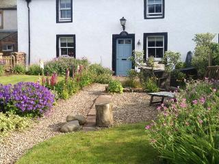 WETHERELL HOUSE, endless footpaths and bridleways, roll-top bath, WiFi, cottage