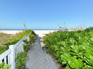 Fabulous Two Bedroom/Two Bath Ground Floor Condo, Bradenton Beach