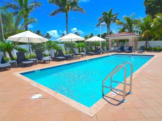 Stunning Gated Villa Heated Pool+Spa Steps 2 Beach, Pompano Beach