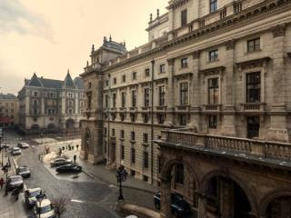 Opera View apartment in VI Terezvaros {#has_luxur…