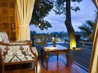 Terrific Pool Villa on Saigon River, Di An