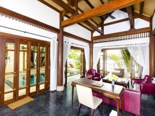 Scenic Pool Villa on Saigon River!, Di An
