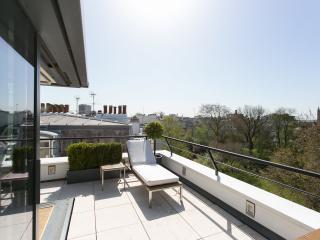 James Bond's Penthouse, Londres