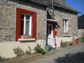 2 bedroom cottage on a large smallholding, Hambers