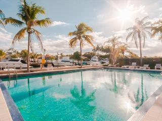 North Miami Chic Private Bedroom in Shared Condo w/ available private chef