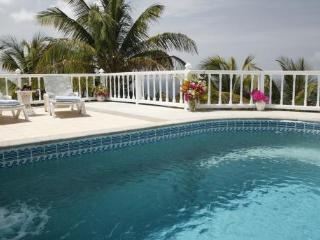 Light Castle - Ideal for Couples and Families, Beautiful Pool and Beach