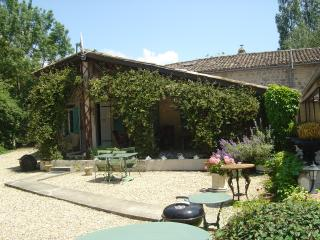 Stone built cottage with salt water pool, Minzac