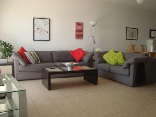 Modern, Spacious 2 bedroom apartment, sea views, Limassol