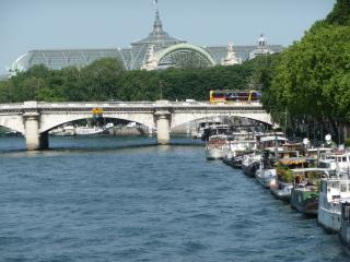 amazing HOUSEBOAT, Champs Elysées harbor, marvelous location for 6 people
