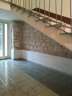 Benito's entrance hall finished in natural Modican stone.