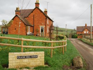 Stunning Views, Large Farmhouse, great for families, friends, reunions, etc