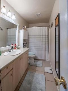 2nd Bathroom Tub/Shower