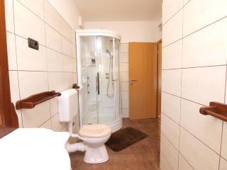 Apartment 3384