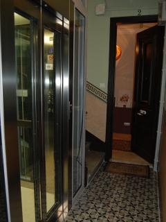 entrance with panoramic glass lift - without any step -