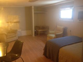 Just renovated basementroom by trolley &Tulane uni, New Orleans