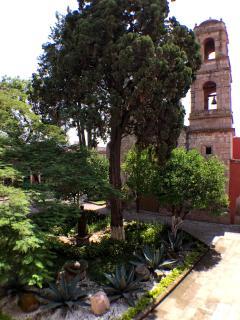 Vista de uno de los balcones hacia el Templo del Señor de La Columna.