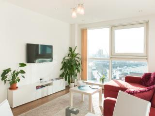 Moderm apartment riverside very bright, London