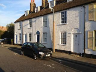 19 C. fisherman's cottage 100 yards  from the sea