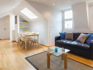 Comfy 1 bedroom flat in Notting Hill {LL1}