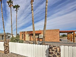 Summer Special! New Listing! Quaint 1BR Topock Cottage w/Private Covered Patio & Stunning Mountain Views - Wonderful Location Near Lake Havasu & Lake Laughlin! 5 Minutes from the Topock 66 Marina!