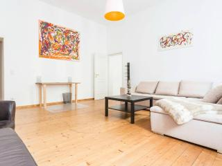 Beautiful apartment right in Mitte, Berlim
