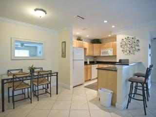 Comfortable, 2 Bedroom 1 Bath  Condo Retreat, Saint Pete Beach