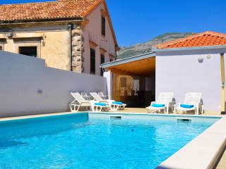 Villa Belmondo-Three Bedroom Villa with Pool, Gruda