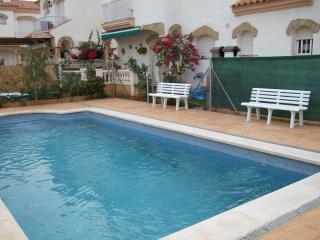 Espectacular chalet con piscina, jardín y wifi