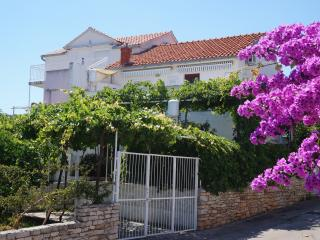 Romantic house Vinka with 2 apartments, Supetar