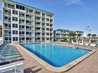 Daytona Beach Studio w/Private Balcony