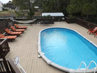 NO FEE! Private pool, boat dock, steps from beach, Saint Teresa