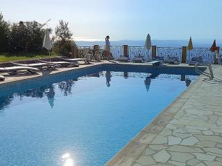 4 BEDROOMED APARTMENT, SLEEPS 8, GRAND TERRACE