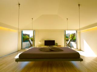 Porto Penthouse - Suspended Bed and Terrace