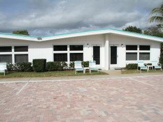 Siesta Royale is directly on  #1 Crescent Beach, Siesta Key
