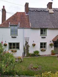 Beautiful 400 y/o Thatched Cottage in Bosham