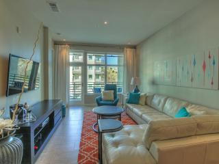 Luxury Condo - Modern, Clean, and Bright!, San Antonio